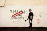 Banksy - Follow your dreams (pocztówka 10x15 cm)