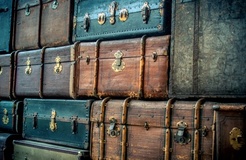 Vintage Suitcases, CC BY 3.0 Licence Photo by Patric Metzdorf